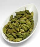 Cardamom in der Schale grün